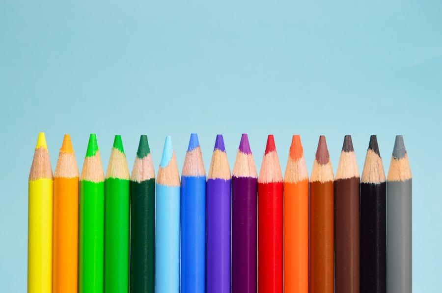 rainbow-pens-crayons-green-energy-writing